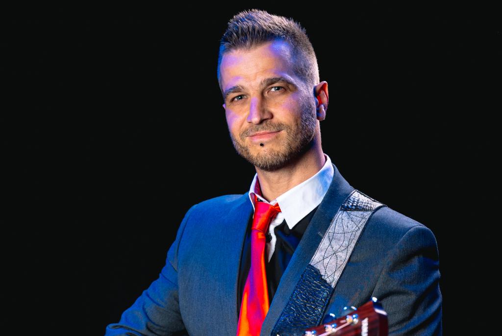 Glasbenik na poslovnem dogodku