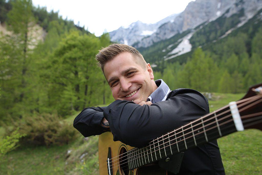 Poročni glasbenik akustična kitara vokal